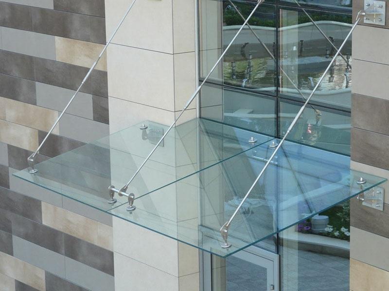 Козырек из стекла триплекс
