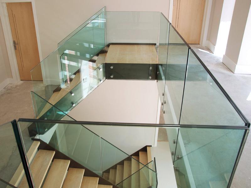 Ограждения из стекла триплекс