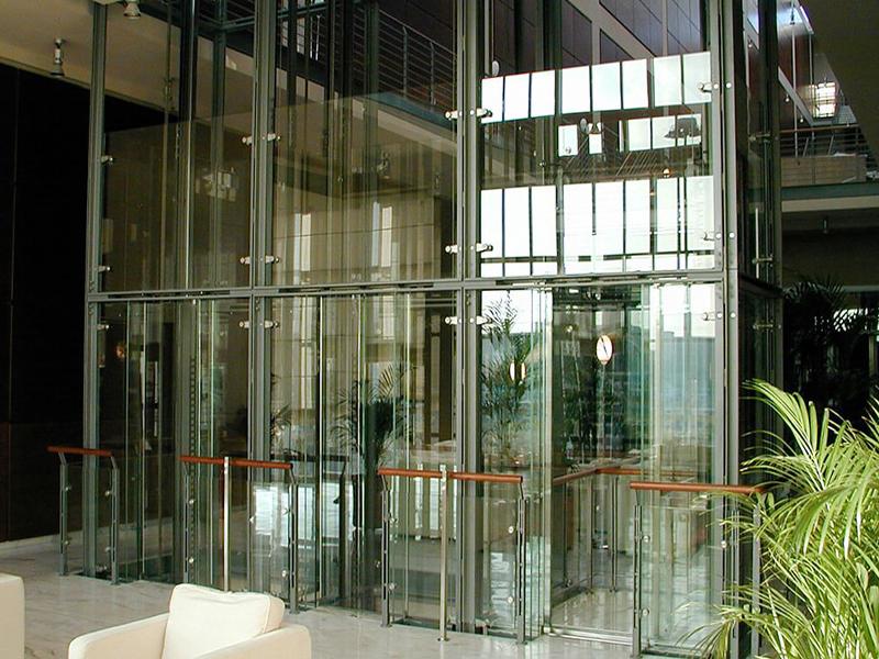 Остекление лифтовой шахты стеклом триплекс