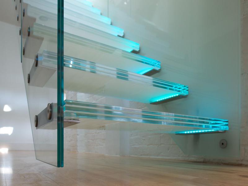Лестница из закаленного триплекса