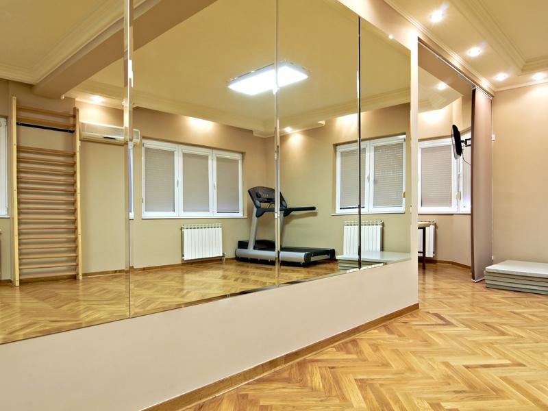 Зеркало в спортзале
