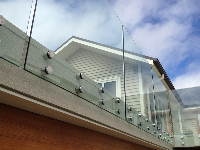 Балконные ограждения из закаленного стекла