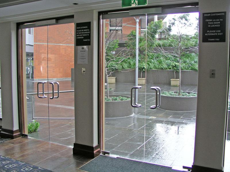 Входные двери из закаленного стекла
