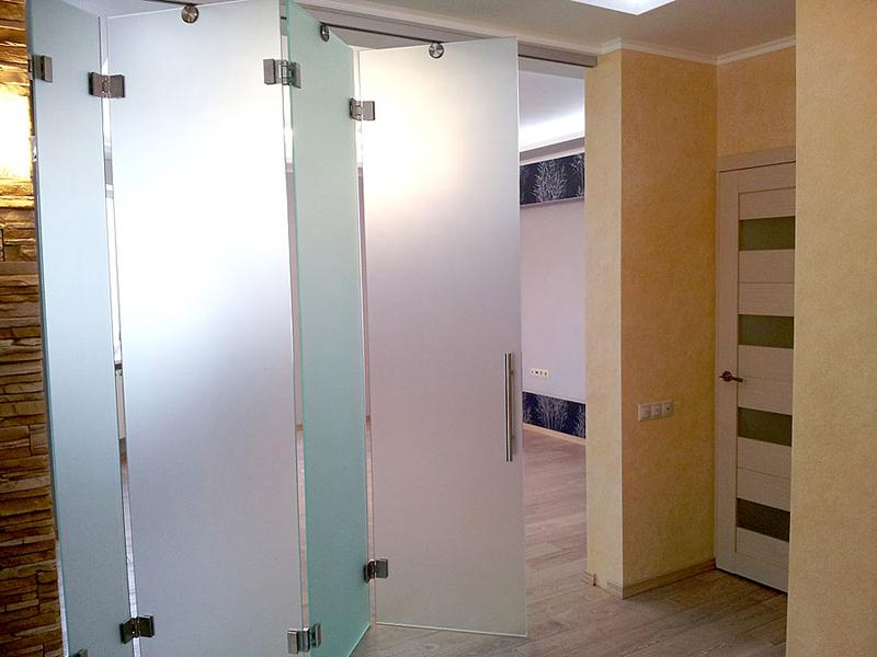 Раздвижные двери стеклянные гармошка