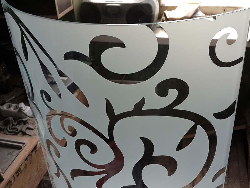 Гнутое стекло для мебели