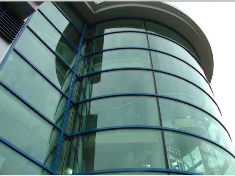 Фасады из гнутого стекла