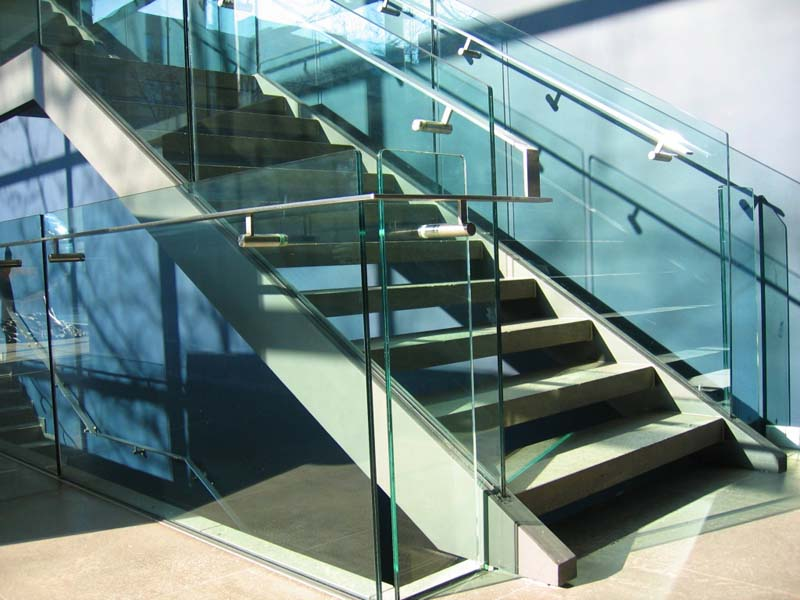 Лестничные ограждения из прозрачного стекла