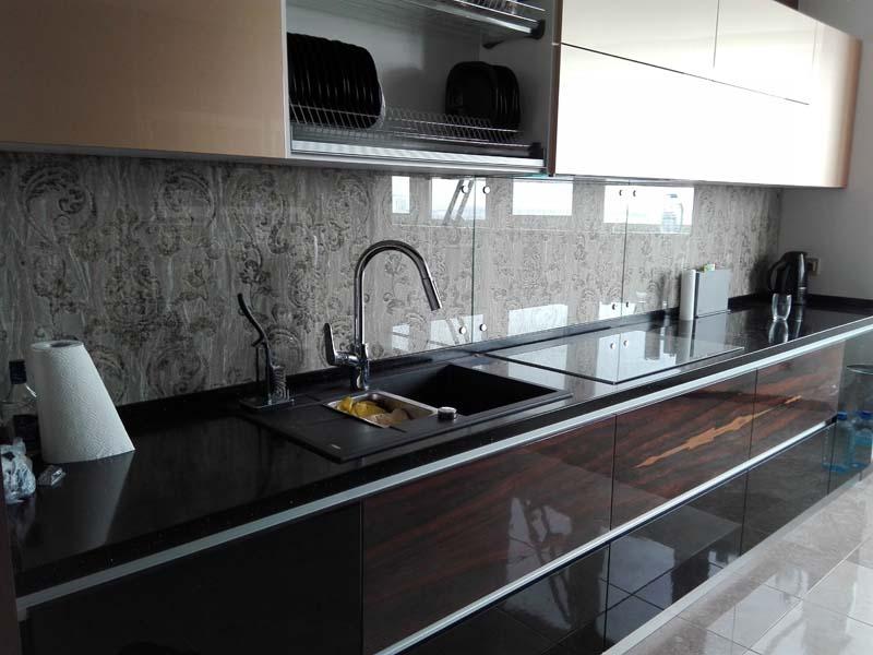 Прозрачное стекло на фартук кухни