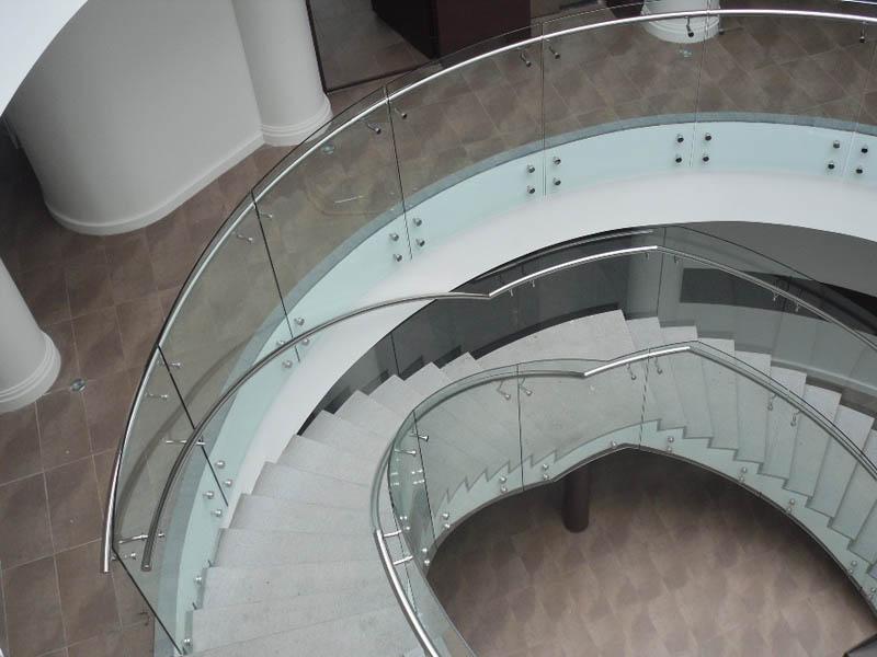 Стеклянные лестничные ограждения