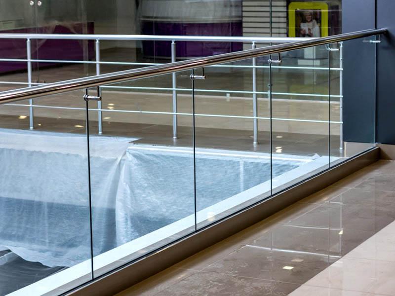 Стеклянные балконные ограждения