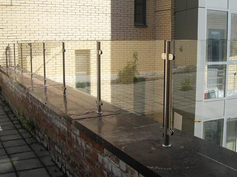 Стеклянные ограждения крыши